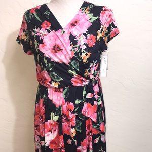 NWT Floral Pattern Stretch Dress
